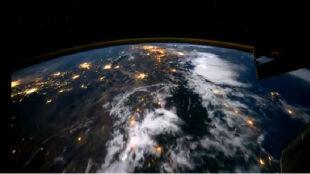 Jak to jest lecieć nad Ziemią?