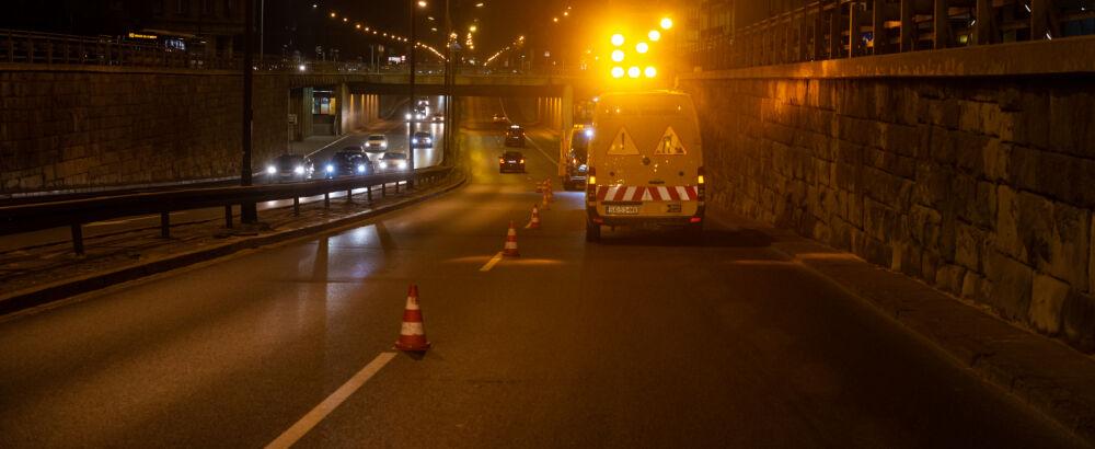Drogowcy naprawili studzienki na Trasie Łazienkowskiej. Szykują dalsze prace