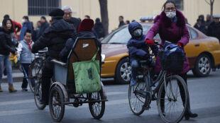 Smog najgorszy w historii. Władze Pekinu wprowadziły czerwony alert