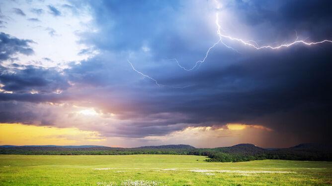 Prognoza pogody na dziś: gorąco, z przelotnym deszczem. Lokalnie zagrzmi