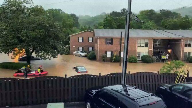 Powódź błyskawiczna w Alabamie. Samochody podtopione do połowy