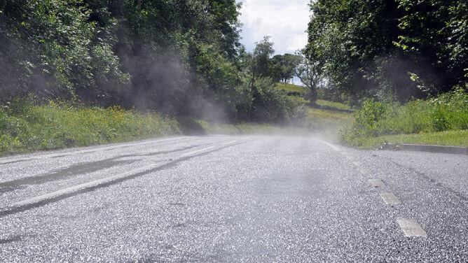 Śliskie drogi w całym kraju