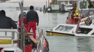 Strażacy patrolują lagunę
